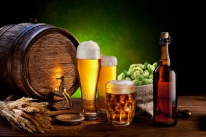 bigstock-Beer-barrel-with-beer-glasses--38990809