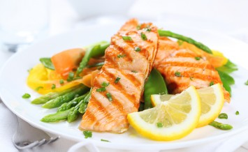 grilled salmon with asparagus, pea, yellow peppers, carrots and