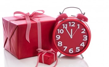 Christmas: Big Red Gift Box With Red Alarm Clock - Last Minute C