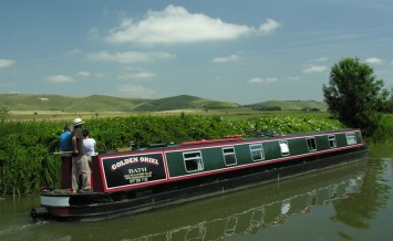 Kennet_&_Avon_Canal_in_Wiltshire._Courtesy_of_Drifters