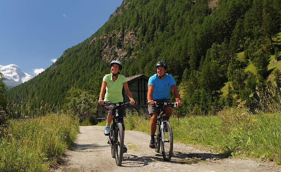 Explore the picturesque Tyrolean countryside with the free Inghams cycling programme in the Leutasch Valley.