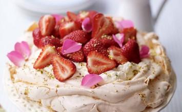 berryworld-rose-petal-and-pistachio-pavlova