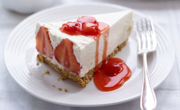 BerryWorld-Strawberries-and-Vanilla-Cheesecake,-with-a-Warm-BerryWorld-Strawberry-Compote-(1)-copy
