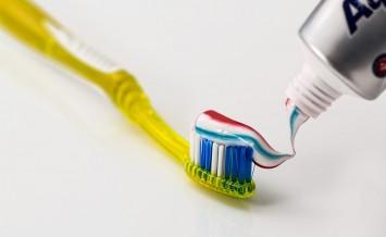 toothbrush-571741_960_720