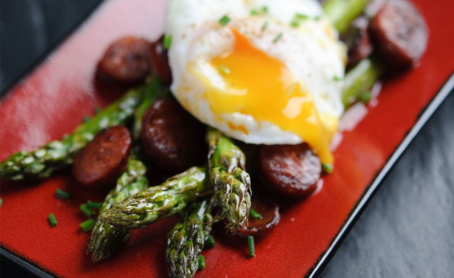 british-asparagus-with-chorizo-and-a-poached-egg-2