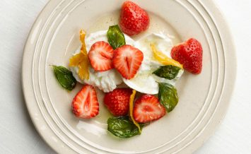 berryworld-strawberry,-lemon-and-basil-sald-with-buffalo-mozzarlla