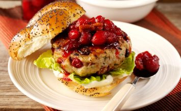 berryworld-cranberry-turkey-burger-with-berryworld-cranberry-and-pecan-sauce-(2)