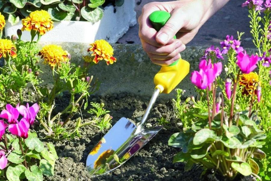 Easy grip gardening tool