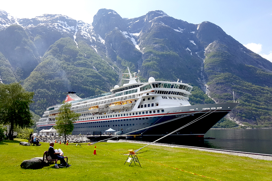 Fred Olsen - Balmoral in Norway